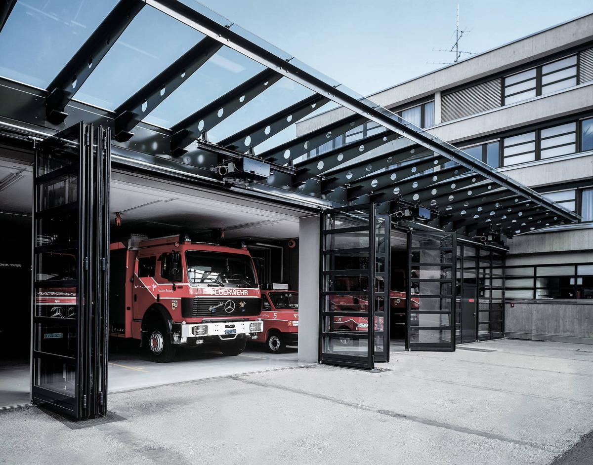 Industrial folding gate